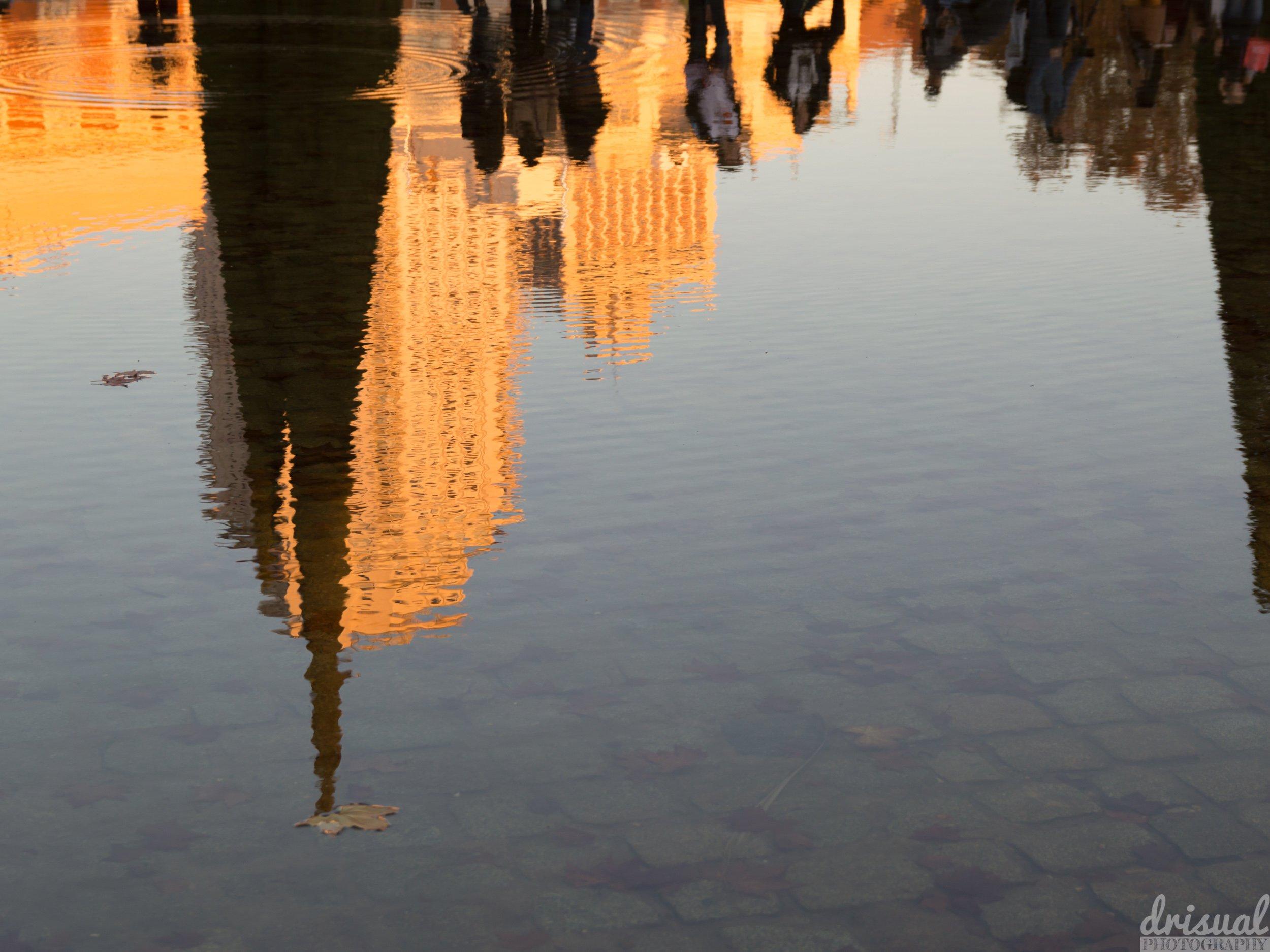 Reflejos en el estanque del Templo de Debod