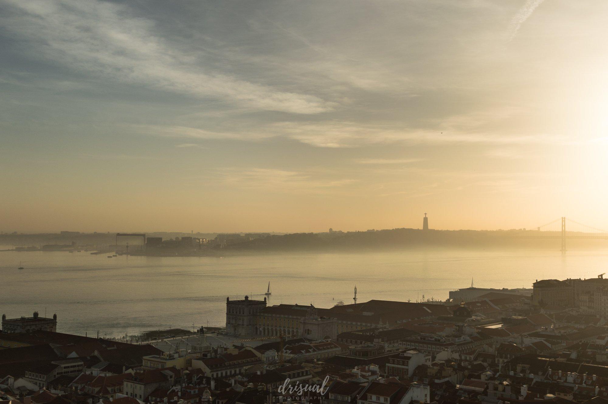 Atardecer sobre el Tajo en Lisboa
